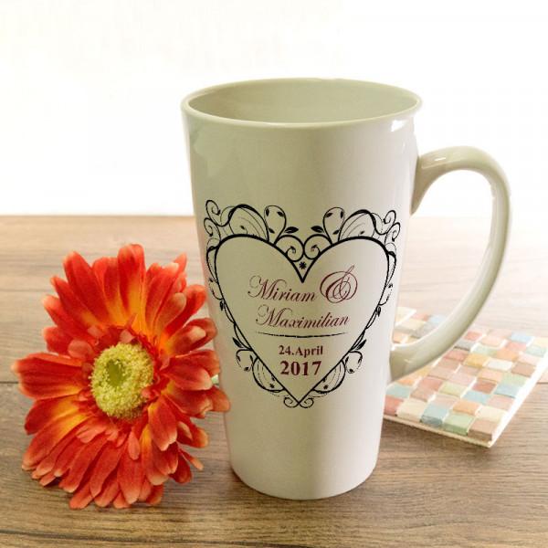 Große Tasse Latte mit Wunschmotiv zur Hochzeit