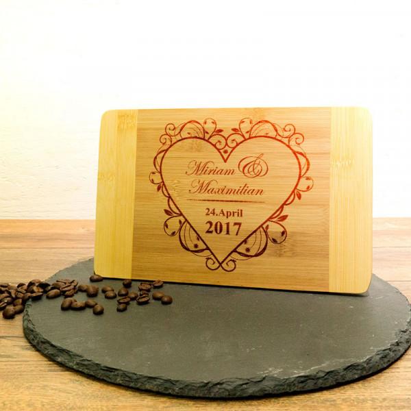 Frühstücksbrett aus Holz mit Wunschmotiv zur Hochzeit
