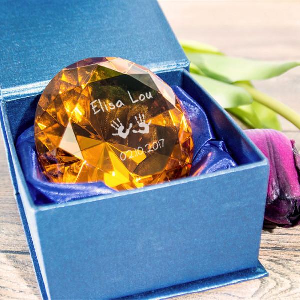 Diamant aus Kristallglas mit Gravur zur Geburt