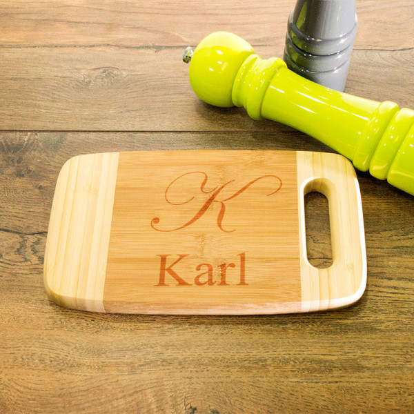 Graviertes Frühstücksbrett aus Holz mit Griff für Männer