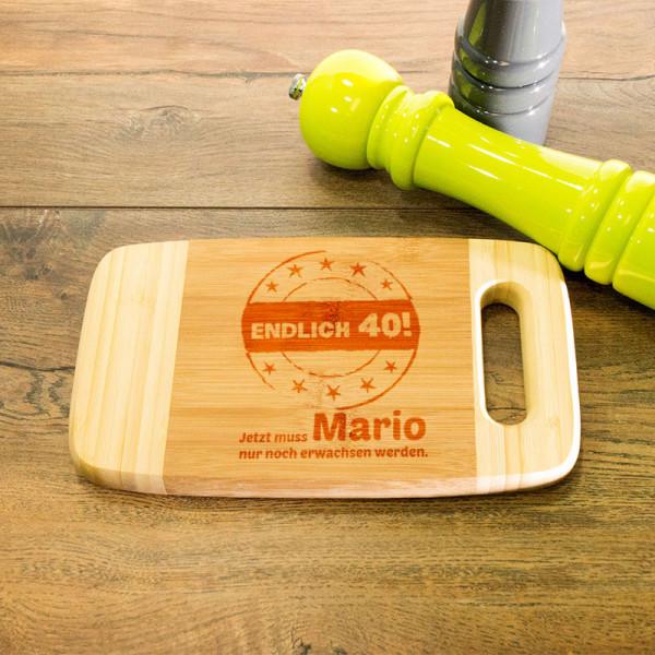 Frühstücksbrett aus Holz mit Griff graviert zum 40.