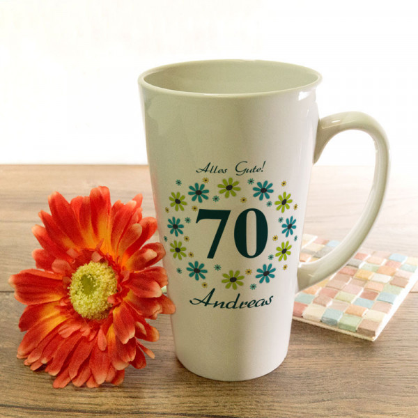 Große Tasse Latte mit Wunschmotiv zum 70.