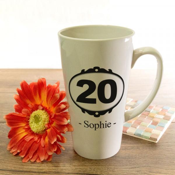 Große Tasse Latte mit Wunschmotiv zum 20.