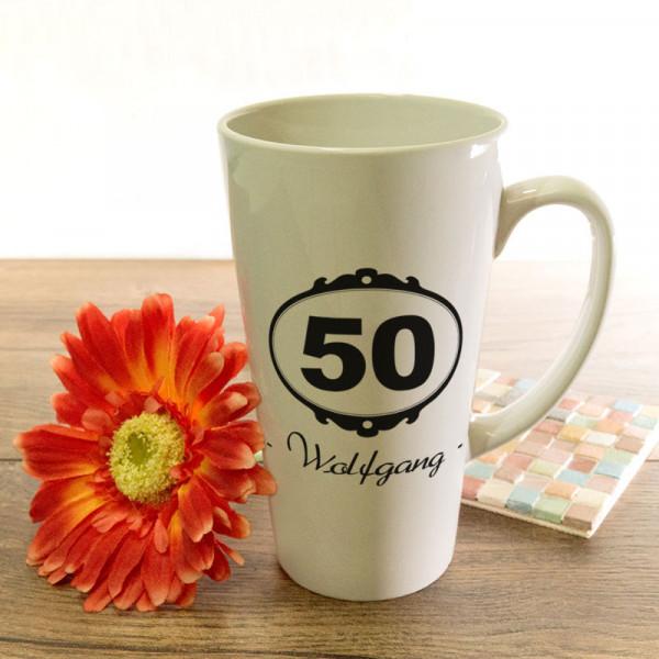 Große Tasse Latte mit Wunschmotiv zum 50.