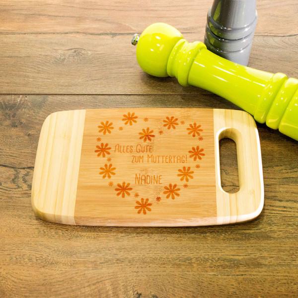 Graviertes Frühstücksbrett aus Holz mit Griff zum Muttertag