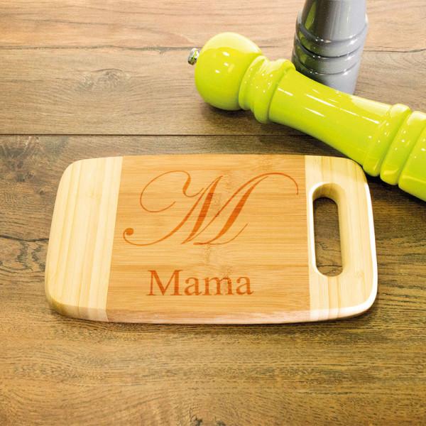 Personalisiertes Schneidebrett aus Holz mit Griff zum Muttertag