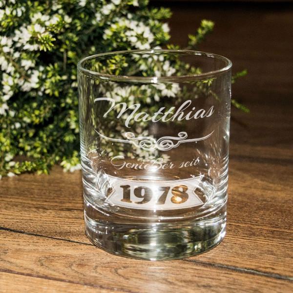 """Whiskyglas """"Genießer"""" mit Wunschname und Geburtsjahr graviert"""