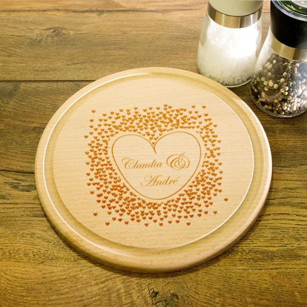 Rundes Schneidebrett aus Holz mit Gravur zur Hochzeit