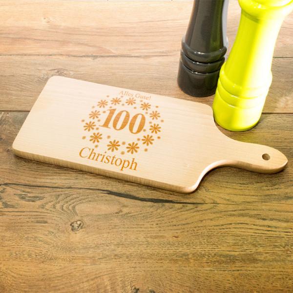 Personalisiertes Schneidebrett aus Holz mit Griff zum 100.