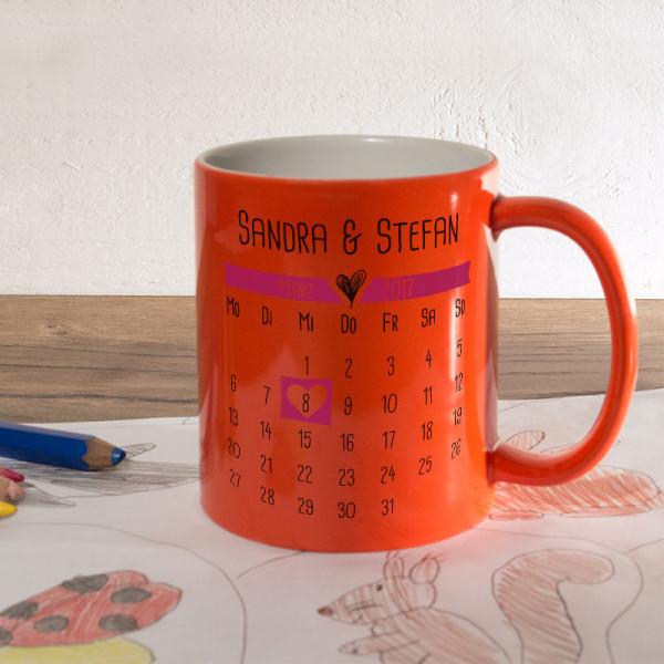 Orange Zaubertasse mit Kalender zur Hochzeit